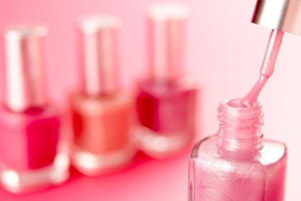 Esmalte rosa: 50 fotos de unhas decoradas com a cor para se inspirar